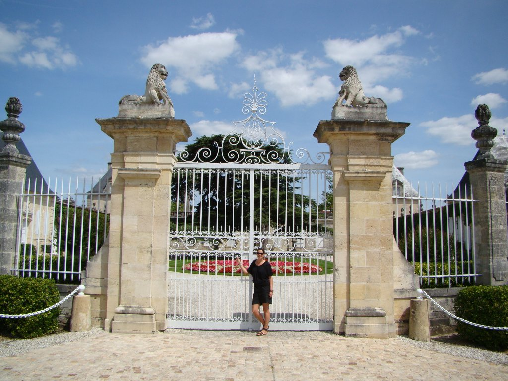 The front gate to Chateau Beychevelle
