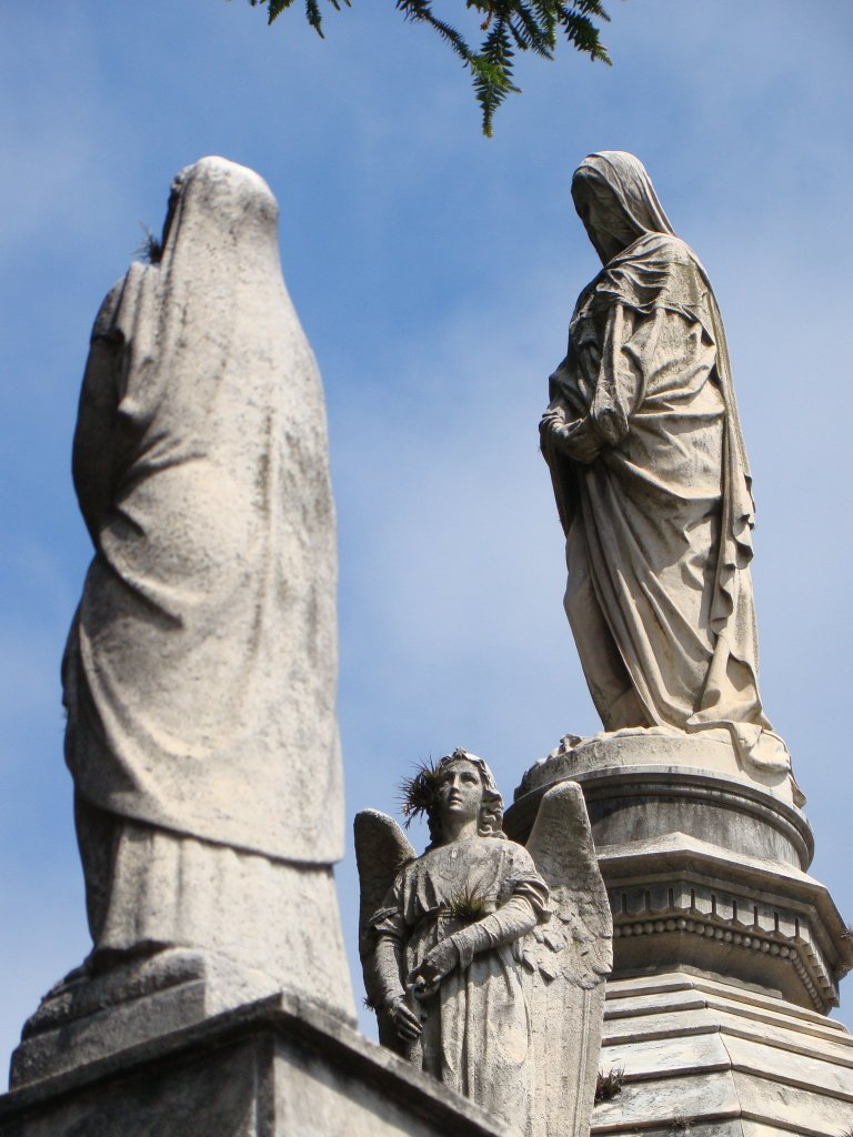 cool-statues-in-recoleta-cemetery