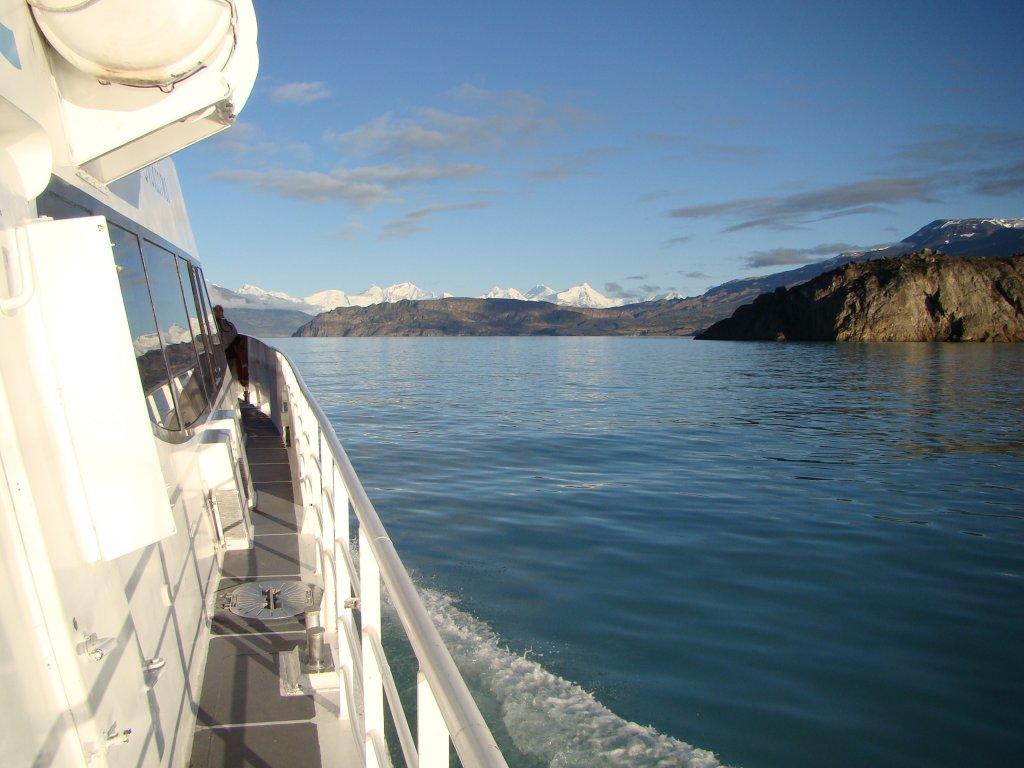 boat-ride-to-the-glaciers