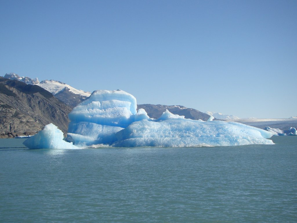 icebergs-melted-off-from-glacier