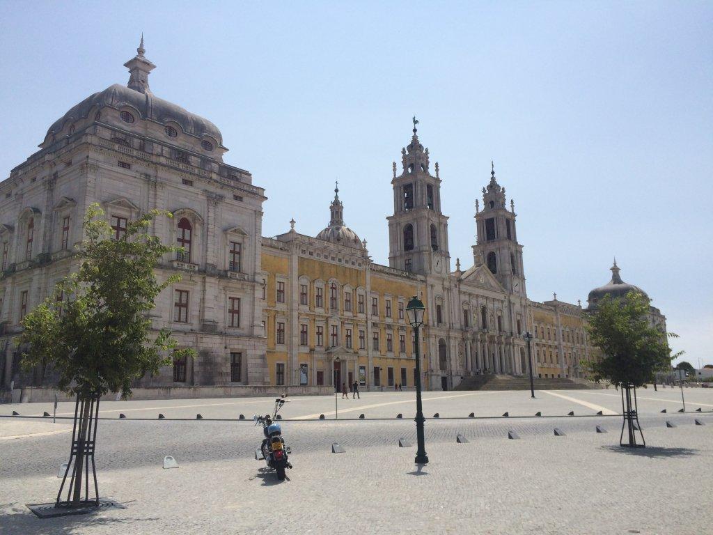 Palacio Nacional da Mafra 1,200+ Rooms!