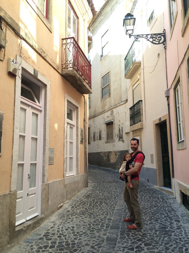 Narrow Street en route to Castelo San Jorge